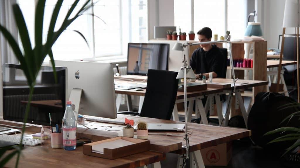 Staff Akuntan dalam Sebuah Perusahaan