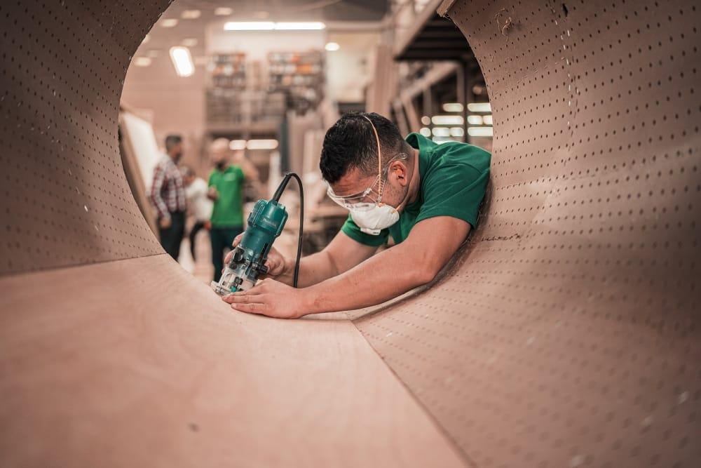 Tenaga Pabrik menggunakan Masker, Dampak Tidak Work From Home (WFH)